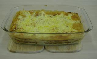Lasagne #6 - Lasagne, Auflauf, Auflaufform, einschichten, Bechamelsoße, Lasagneplatten, Nudelplatten, Auflaufform, Käse, Reibekäse, überbacken