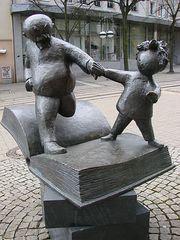 Vater und Sohn - e.o.plauen, Vater, Sohn, Figur, Bildergeschichte, Plauen, Plastik, Skulptur, Bronze