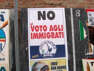 Wahlplakat der Lega Nord  - Italien, Italienisch, Landeskunde, Politik, Lega Nord, Wahlplakat, Bossi, Wahlrecht, immigranti