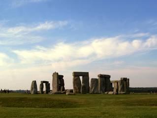 Stonehenge (entfernte Gesamtansicht) - Stonehenge, Archäologie, Heiligtümer, Steinsetzungen, Neolithikum, Steinzeit, Kultplatz