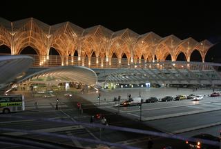 Bahnhof Oriente  Lissabon - Nachtaufnahme - Bahnhof, Architektur, modern, Gare do Oriente, Ostbahnhof, Lissabon, beleuchtet