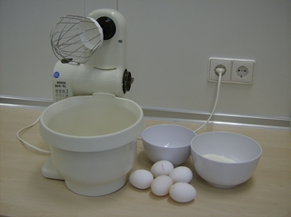 Biskuitmasse #1 - Biskuit, Biskuitmasse, Eier, Zucker, Mehl, Schüsseln, Küchenmaschine, Rührbesen