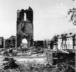 Zerstörung - Krieg, Zerstörung, Ruine, Kirche, 1945, Stunde Null, Trümmer, Aufbau, zerstört