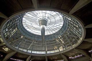 Blick nach oben - Berlin, Reichstag, Bundestag, Kuppelöffnung, Foster