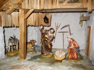 Weihnachtskrippe - Weihnachten, Brauchtum, Advent, Heilige Familie, Jesus, Religion, Krippe, Holz, Stall, Maria, Josef