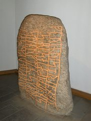 Haithabu Runenstein - Stein, Grab, Grabstein, Begräbnis, Runen, Runenstein, Schrift, dänisch, Schriftzeichen, lesen, unverständlich, Wikinger, Haithabu