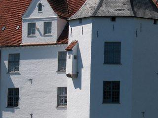 Schloss Glücksburg - Schloss, weiß, Wand, Mauer, Abort, Toilette, Plumpsklo, außen, Wasser, Abwasser, Umweltverschmutzung