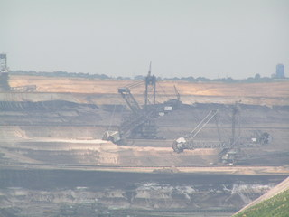 Schaufelradbagger im Braunkohletagebau Garzweiler - Schaufelradbagger, Braunkohle, Garzweiler, Tagebau, Geographie, Kohle, Kohlenstoff, Chemie