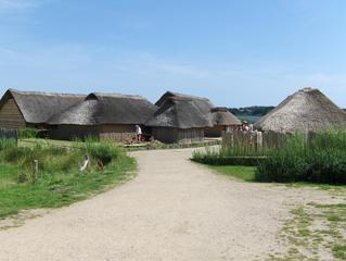 Haithabu Wikingerhäuser - Haithabu, Häuser, Haus, Rekonstruktion, Wikinger, Reet, Reetdach, Lehm, Siedlung, alt, Handelsplatz, sieben, Architektur
