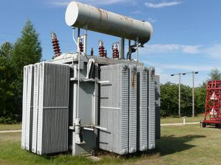 Transformator #2 - Physik, Spule, Magnetfeld, Transformator, Trafo, Umspannwerk, Spannung, Elektrizität, Elektromagnetismus, Stromnetz, Energie, Kraftwerk