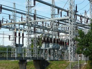 Umspannwerk - Physik, Spulen, Magnetfeld, Transformator, Trafo, Umspannwerk, Strom, Elektrizität, Kraftwerk, Elektromagnetismus, Stromnetz, Energie