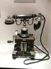 Altes Telefon - Telefon, Gabel, Schnur, Kurbel, Kommunikation, Akustik, Elektromagnetismus, Physik
