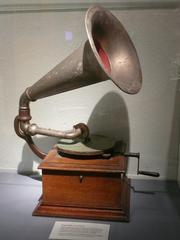 Grammophon - Grammophon, Schallplatten, Musik, Plattenspieler, Schallplattenspieler, Wiedergabe, Töne, Abspielgerät, Akustik, Schall, Physik