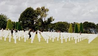 Amerikanischer Soldatenfriedhof in der Normandie - Friedhof, Gedenkstätte, Grabstätte, Gräber, Grab, Frankreich, Normandie, Küste, Invasion, II Weltkrieg, Krieg, Alliierte, Amerikaner, Soldaten