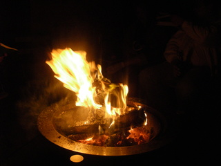 Wärmendes Feuer beim Nordlichtertreffen - Feuerschale, Feuer, Lagerfeuer, Gemütlichkeit, Holzscheite, Nordlichtertreffen