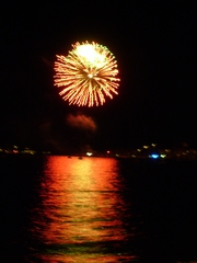 Feuerwerk - Feuerwerk, Meer, fete nationale, Nationalfeiertag, Frankreich, Nacht, Himmel, Lichter, Farben, leuchten, Feuerwerkskörper, pyrotechnische Gegenstände, Pyrotechnik, Rakete, Antrieb, Rückstoß koordinierte Zündung, Zündung