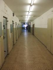 Gefängnisgang - Berlin, Hohenschönhausen, Gefängnis, Zelle, Stasi, DDR, Politik, Gefangene, Gang, Türen, Gefängnisgang, Geschichte