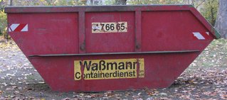 Container #1 - Abfall, entsorgen, Metall, rot, Sperrmüll, Bauschutt, entsorgen, Müll, Müllcontainer, Umweltschutz, Prisma