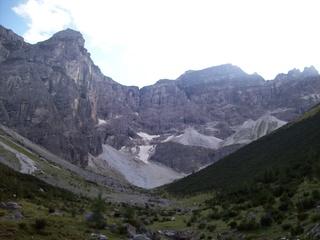 Berge - Berge, Geröll, Schnee, Gestein, Hochtal, Vegetation, Schotter, Fels, Berg, Tal, Gebirgsgruppe, Gebirgszug