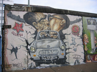 Bruderkuss - Berlin, Mauer, Eastside-Gallery, Graffiti