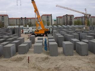 Mahnmal im Bau - Mahnmal, Stelen, Denkstätte, Juden, Bau, bauen, Baustelle
