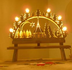 Weihnachtsdekoration - Schwibbogen - Deko, Weihnachtsdeko, Weihnachten, Weihnacht, Holzschnitzarbeit, Dekoration, Kerzen, Laubsaege, Schwibbogen