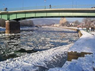 Eisschollen auf der Weser - Eis, Eisschollen, Pfannkuchen-Eis, Weser, Holzminden, Winter, kalt, Schifffahrt, Verkehr, Wasser, Schnee, Transport, Eisbrecher, Anomalie, Dichte, Physik, Aggregatzustand