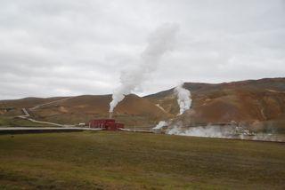 Geothermalgebiet mit Kraftwerk - Kraftwerk, Geothermalgebiet, geothermal, Quellen, schwefelhaltig, Solfataren, Fumarolen, Schlammtöpfe, Dampfquellen, endogene Kräfte, Plattentektonik, Tundra, Island