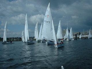 Ausfahrt zu den Bahnen der Kieler Woche - Kieler Woche, Kiel, Schilksee, Schleswig Holstein, Segelboote, Schiffe, Segelwettbewerb, Regatta