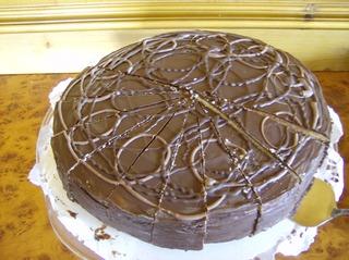 Prinzregententorte dunkel #1 - Kuchen, Torte, Prinzregententorte, Rührmasse, Boden, Böden, Aufbau, Buttercreme, Schokaladenguss, Tortenspezialität, Schichten
