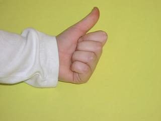 Hand zeigt eins - Eins, zählen, Hand, Finger, Daumen
