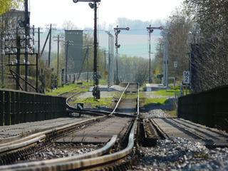 Gleis - Gleis, Signal, Bahnhof, Verkehr, Eisenbahn, Weg, Zug, Einfahrt, Fahrbahn, Schienenfahrzeug, Schwelle, parallel, Spurweite, Gleiskörper, Gleisbett