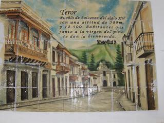 Teror - Gran Canaria - Spanien - Teror, Gran Canaria, Spanien, Begrüßung, Kacheln, Bild, Wand, alt, denkmalgeschützt, besichtigen, Balkons, alt, spanisch, Touristen