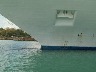 Der Bugkopf eines Schiffes - Bug, Schiff, Tiefgangsanzeige, Tiefgang, Auftrieb, Frachter, Schiff, Anker