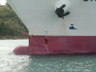 Der Bugkopf eines Schiffes - Bug, Schiff, Tiefgangsanzeige, Tiefgang, Auftrieb, Frachter, Anker