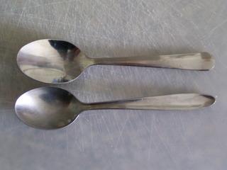 Zwei Teelöffel - Zwei Teelöffel, Teelöffel, Besteck, Küchenutensilien, Zahl zwei, zwei, Löffel
