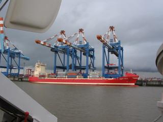 Containerterminal #1 - Container, Hafen, Umschlagplatz, Bremerhaven, Schiff, Ladung, beladen, Transport, Handel, transportieren, Frachtschiff