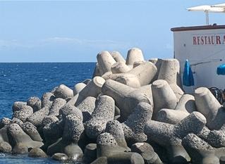 Tetrapoden #1 - Wellenbrecher, Tetrapoden, Tetraeder, Beton, Wasser, Wellen, Meer, Schutz, blau, Horizont, Küstenschutz, Küstenlinie, Mathematik