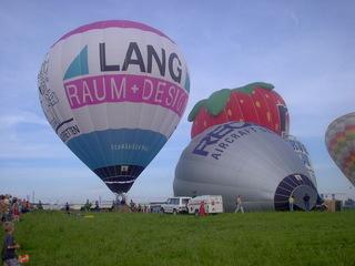 Heißluftballone - Start - Heißluftballon, Heißluftballone, Start, Luft, Luftfahrtzeuge, Ballontaufe, Gas, Auftrieb, fliegen