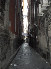 Straße in der Altstadt von Neapel - Neapel, eng, Straße, Fluchtpunkt, Perspektive