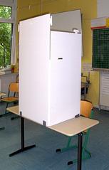 Wahl #1 - Wahl, Wahlen, Europawahl, Kabine, Wahlkabine, geheim, Pappe, Karton