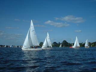 Regatta auf der Alster - Schiff, Jolle, Regatta, Wettfahrt, Wasser, Alster, Hamburg, Boot, segeln, Segelboote