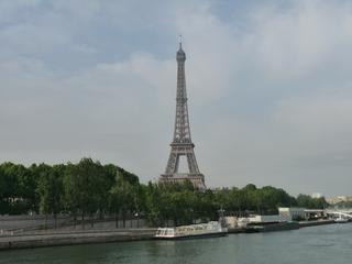 Eiffelturm - Frankreich, Paris, Eiffelturm, Turm, Wahrzeichen, Sehenswürdigkeit, Architektur, Seine, Fluss, Boot, bateau mouche, Kai