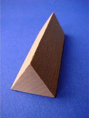 Dreiecksprisma - Geometrie, geometrisch, Körper, Prisma, Dreiecksprisma, Grundfläche, Ecke, Kante, Fläche, Holz, dreidimensional, Oberfläche, Mantelfläche, Seitenlänge, Volumen