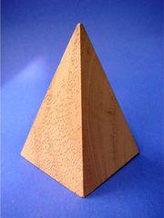 Pyramide - Geometrie, geometrisch, Körper, Pyramide, gerade, regelmäßig, Grundfläche, Polyeder, Ecke, Kante, Fläche, Holz, dreidimensional, Oberfläche, Mantelfläche, Dreieck, Volumen