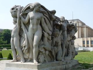 Trocadéro - Skulptur - Paris, Frankreich, Trocadéro, Skulptur, Bildhauerei, Kunstobjekt, Gruppe, nackte Körper, Figur, Dynamik
