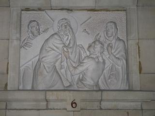 Kreuzweg 6 - Religion, Kreuzweg, Skulptur, Jesus, Veronika, Tuch, Kreuz, katholisch, Station, Kreuzwegstation, Leidensweg