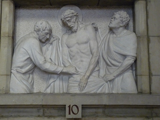 Kreuzweg 10 - Religion, Kreuzweg, Skulptur, Jesus, Kreuz, katholisch, Schmerz, leiden, Station, Kreuzwegstation, Leidensweg