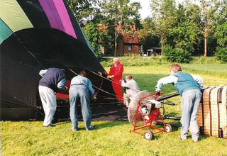 Ballonfahrt #4 - Ballon, Ballonfahrt, Heißluft, Heißluftballon, Auftrieb, Luft, fliegen, bunt, Feuer, Korb