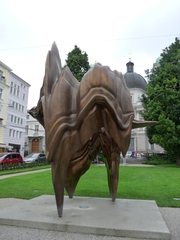 Kunstprojekt Salzburg 2008 - Caldera - Kunst, Kunstprojekt, Künstler, Salzburg, Bronzeskulptur, Skulptur, Plastik, modern, Tony Cragg, Caldera
